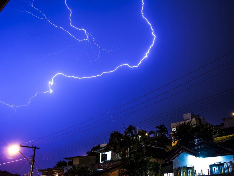 lightning-1621250_1920.jpg